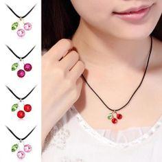 Halskette mit Swarovski® Elements-Anhänger im Kirsch-Design