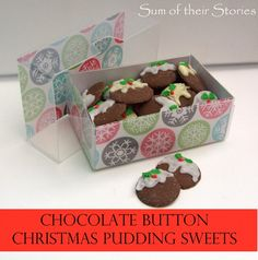 Simple instructions to make Christmas pudding sweets from chocolate buttons