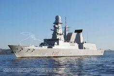 L'Andrea Doria è un cacciatorpediniere lanciamissili (DDG) con designazione D553 (distintivo ottico), un'unità della Classe Orizzonte della Marina Militare.