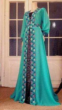 African Fashion Dresses, African Dress, Hijab Fashion, Stylish Dresses, Cute Dresses, Casual Dresses, Hijab Dress Party, Modele Hijab, Salwar Dress