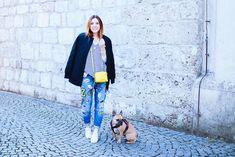 Jeans mit Patches von Zoe Karssen und Bomberjacke von Iriedaily