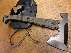 ...AMERICAN KAMI... ...MICRAXE... Zombie Weapons, Weapons Guns, Cool Knives, Knives And Swords, Survival Axe, Tomahawk Axe, Axe Handle, Beil, Knife Patterns