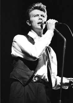 David Bowie http://www.vogue.fr/culture/a-ecouter/diaporama/la-playlist-d-hanni-el-khatib/11667/image/685068#bon-jovi