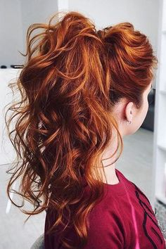 Learn 3 ways to get a thicker ponytail. We love this firey red ponytail on @eksnagustenko!
