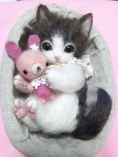 Needle felted kitten and her bunny  - adorable!  by prastiq_angel  on Yahoo Auctions Japan