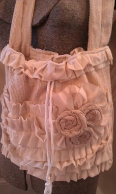 Gorgeous Girly Ruffled and Rosette Drawstring Bag Stylish Diaper Bag 10 bucks… Diy Handbag, Diy Purse, Ruffles Bag, Homemade Bags, My Other Bag, Cowgirl Chic, Handmade Purses, Rose Lace, Heirloom Sewing