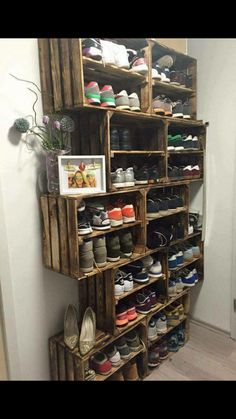 Schuhregal ähnliche Projekte und Ideen wie im Bild vorgestellt findest du auch … Shoe rack similar projects and ideas as shown in the picture you can also find in our magazine (Diy Storage) Cheap Home Decor, Diy Home Decor, Diy Casa, Pallet Furniture, Rustic Furniture, Furniture Decor, Furniture Design, Home Organization, Organizing Shoes