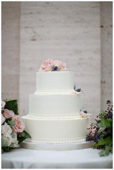 #whitecake #floraldetails #clean #pristine #stunning #weddingcake