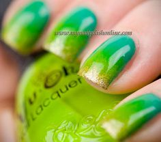 Nails: Green Gradient with a Splash of Gold    Nail Art    Nail Designs