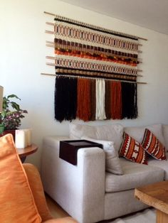 Telaresytapices .... María Elena Sotomayor : Clásicos reeditados... Tapestry Weaving, Loom Weaving, Wall Tapestry, Hand Weaving, Home Binder, Weaving Designs, Yarn Projects, Crochet Motif, Cottage Chic
