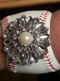 Diy baseball bracelet for some girly girls who still love baseball for @Jennifer Camacho