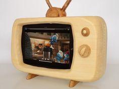 Retro TV Styled Docking Station for iPad