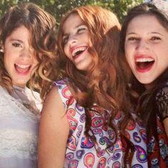 Violetta (Martina Stoessel), Camila (Candelaria Molfese) y Francesca  (Lodovica Camello) Las Mejores Amiga por Siempre