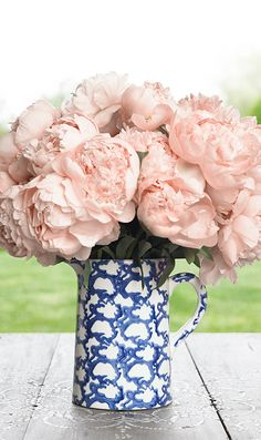 Love this gorgeous Tory Burch vase