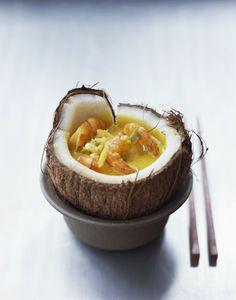 """750g vous propose la recette """"Coconut bowl : curry indien de crevettes"""" publiée…"""