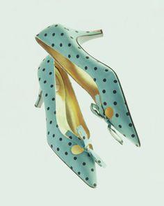 パンプス クリスチャン・ディオール 1950年代後半 デザイナー:ロジェ・ヴィヴィエ ブランド:クリスチャン・ディオール レーベル:Christian Dior créé par Roger Vivier RITZ 素材・形状特徴:アイス・グリーンの絹ツイルに水玉のプリント。リボン飾り。
