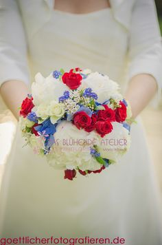 Brautstrauß Frühling blau rot weiß