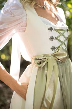 Bridal Dirndl with Classic Square Neckline - New Ideas Dirndl Outfit, Organza, Designer Wedding Dresses, Bride Dresses, Traditional Dresses, Costume Design, Fashion Tips, Fashion Design, Fashion Websites