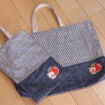 初心者でも簡単!型紙なしレッスンバッグ(絵本&図書バッグ)と上履き入れの作り方☆切り替えとマチ付きのシンプルデザインで男の子でも女の子でもOK![裁断イメージ無料ダウンロード] | ひらめき工作室 Sewing Patterns Free, Free Pattern, Sewing Leather, Patchwork Bags, Learn To Sew, Fashion Bags, Diy And Crafts, Upcycle, Sewing Projects