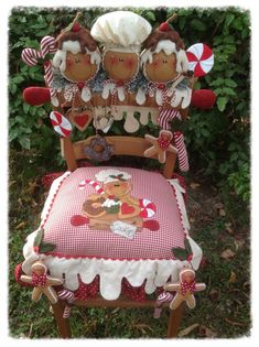 I love this - this is sooooo me.This might not look easy to recreate, but it is. Might even want to do it as Santa, snowman,no limits to what and how you want to create this. Have fun! Gingerbread Christmas Decor, Christmas Chair, Gingerbread Ornaments, Gingerbread Decorations, Christmas Sewing, Christmas Kitchen, Gingerbread Man, All Things Christmas, Christmas Time