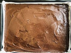 Prăjitură Brownie lasagna, foi fine ciocolatoase și cremă fină de mascarpone – Chef Nicolaie Tomescu Cake Recipes, Dessert Recipes, Lasagna, Romanian Food, Food Cakes, Deserts, Bread, Sweets, Pie