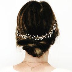 Crystal Wedding, Wedding Hair Accessories, Wedding Hairstyles, Wedding Bands, Crystals, Fashion, Moda, Fashion Styles, Wedding Hair