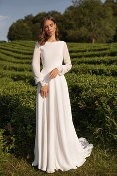 Chiffon wedding dress ANASTEISHA, long sleeves simple wedding dress with open back Chiffon Brautkleid ANASTEISHA lange Ärmel einfache Modest Wedding Dresses, Simple Dresses, Dresses With Sleeves, Simple Wedding Dress With Sleeves, Simple White Dress, Bride Dress Simple, Bridesmaid Dresses, Work Dresses, Sleeve Dresses