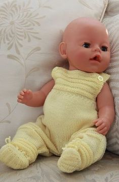 Knit doll clothes for your doll Baby Booties Knitting Pattern, Knitted Doll Patterns, Knitted Dolls, Baby Knitting Patterns, Baby Patterns, Baby Dolls, Girl Dolls, Baby Converse, Knitting Dolls Clothes