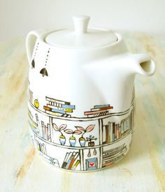 Hand painted teapot Book A Holic fine bone by roootreee Coffee Drinks, Coffee Cups, Tea Cups, Tea Pot Set, Pot Sets, Painted Books, Hand Painted, Bookshelf Design, Ceramic Teapots