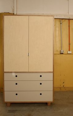 Free diy woodworking plans to build a large armoire an for Diy plywood dresser