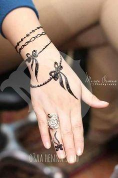 Mehndi Design Offline is an app which will give you more than 300 mehndi designs. - Mehndi Designs and Styles - Henna Designs Hand Henna Hand Designs, Mehndi Designs Finger, Mehndi Designs For Girls, Modern Mehndi Designs, Mehndi Design Pictures, Mehndi Designs For Fingers, Beautiful Henna Designs, Latest Mehndi Designs, Henna Tattoo Designs Arm