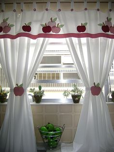 Curtains with Apple applique Home Curtains, Valance Curtains, Drapery, Rideaux Design, Apple Decorations, Curtain Designs, Window Coverings, Soft Furnishings, Home Crafts