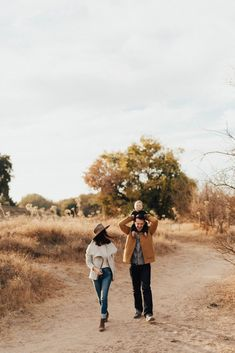 5 Things About November - Cheetah is the New Black : Cheetah is the New Black Fall Family Photo Outfits, Fall Family Photos, Fall Photos, Family Pictures, Family Photo Sessions, Family Posing, Family Portraits, Mini Sessions, Lifestyle Photography