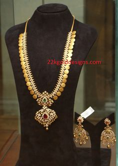Photos - Dhanteras-Diwali Delights 2015 Launch at PMJ Jewels, Hyderabad - Image 41 Gold Earrings Designs, Necklace Designs, Gold Designs, Indian Jewellery Design, Jewelry Design, Indian Wedding Jewelry, Bridal Jewellery, Bridal Earrings, Indian Bridal