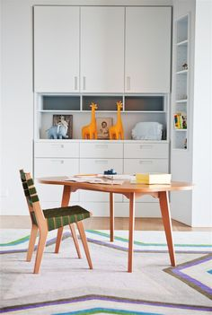 Cliffside Drive Residence is a family home by Natasha Barrault Design, offering an easy-living vibe and a strong outdoor connection in Malibu, California. Kids Table And Chairs, Kid Table, Knoll Chairs, Dining Chairs, Interior Styling, Interior Design, Malibu Homes, Tiny Spaces, Designer
