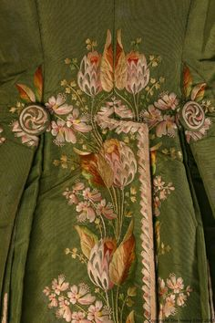 Detail of back, 3-piece formal suit, France or England, c. 1790-1800. Green silk taffetawit decorativ floral embroidery, white silk satin lining.