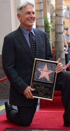 Mark Harmon Photos - Actor Mark Harmon is honored with the star on the Hollywood Walk of Fame on October 2012 in Hollywood, California. - Mark Harmon Honored On The Hollywood Walk Of Fame Gibbs Ncis, Leroy Jethro Gibbs, Best Tv Shows, Best Shows Ever, Favorite Tv Shows, Hollywood Walk Of Fame, Hollywood Stars, Hollywood Actor, Ncis Cast