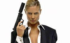girls and guns pictures | Women Guns Wallpaper 1680x1050 Women, Guns, Heidi, Klum