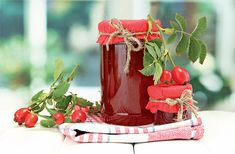 Šípkový džem Snow Globes, Watermelon, Food And Drink, Christmas Ornaments, Fruit, Holiday Decor, Cake, Health, Desserts