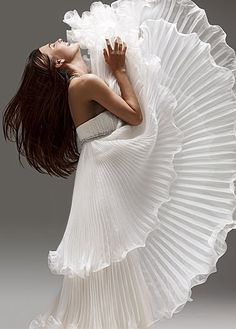 The joy of this Marchesa white pleated evening gown! Fru Fru, Victoria Secrets, Shades Of White, Marchesa, Mode Style, White Fashion, Beautiful Gowns, Simply Beautiful, The Dress
