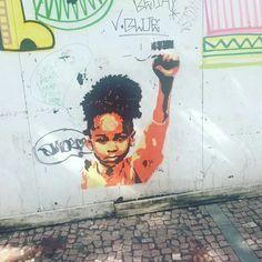 """""""Lutei contra a dominação branca, e lutei contra a dominação negra. Eu defendi o ideal de uma sociedade democrática e livre, na qual todas as pessoas vivem juntas em harmonia e com oportunidades iguais. É um ideal para o qual espero viver e conseguir realizar. Mas, se preciso for, é um ideal para o qual estou disposto a morrer."""" Nelson Mandela"""