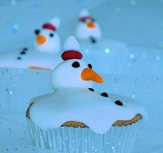 Cute Food For Kids?: 41 Cutest and Most Creative Christmas Cupcakes cookies melted snowman winter christmas baking Cupcakes Fondant, Cute Cupcakes, Cupcake Cookies, Giant Cupcakes, Muffins Decorados, Cupcakes Decorados, Noel Christmas, Christmas Treats, Holiday Treats