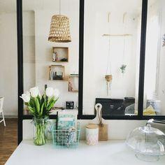 Bien au chaud  #athome #deco #madecoamoi #verriere #inspiration #scandinave #industriel #interiordesign #blogdeco #flower #tulipes #cuisine #family #light by aurelie_blueberryhome