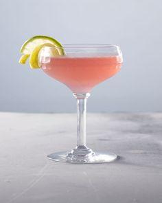 Pinterest: ontdek en verzamel creatieve ideeën Smoothie Drinks, Smoothies, Japanese Celebrations, Cocktail Night, Perennial Vegetables, Creamy Corn, Fancy Drinks, Gin And Tonic, Cosmopolitan