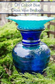 DIY Cobalt Blue Glass Vase Birdbath ~ Create a unique birdbath using a cobalt blue glass vase, teal bowl and glass stones for an added decorative touch. Yard Art Crafts, Garden Crafts, Shade Flowers, Glass Flowers, Glass Garden Art, Glass Art, Diy Yard Decor, Blue Glass Vase, Glass