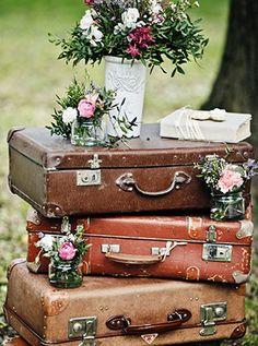 Свадьба «Путешествия», чемоданы в декоре