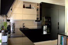 Puustelli keittiö kök kitchen. Musta + koivu