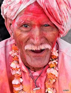 Thoroughly enjoying Holi. 'For the twinkle in the eyes.' Photo: Travayegeur (Sahil), 2009.