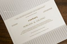 As listras internas deixam o convite de casamento ainda mais exclusivo e refinado.