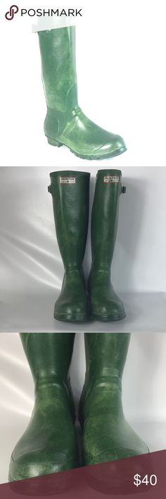 🎅🏽SALE HUNTER green boots size between 9-10 Condition 7/10, normal amount of scuffs around both shoes from normal wear, the color is faded, but they are still doing the job, a lot of life left in them, size 9-10, if you have any questions or you want to request more pictures, don't hesitate to ask me. Thank you 🙏🏼 Hunter Boots Shoes Rain & Snow Boots